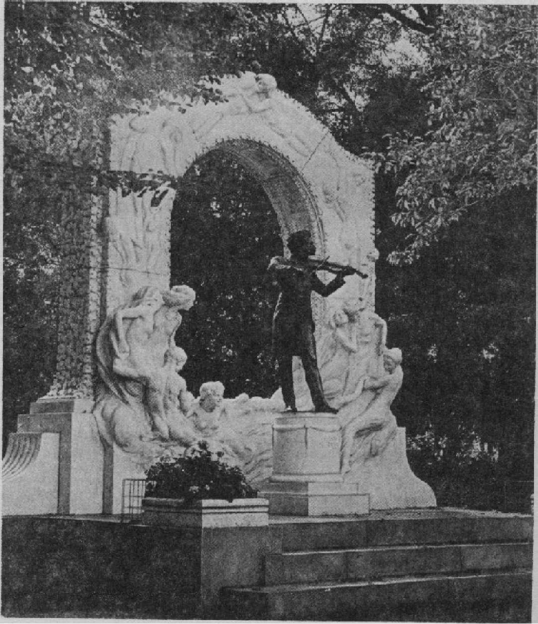 Памятник И. Штраусу