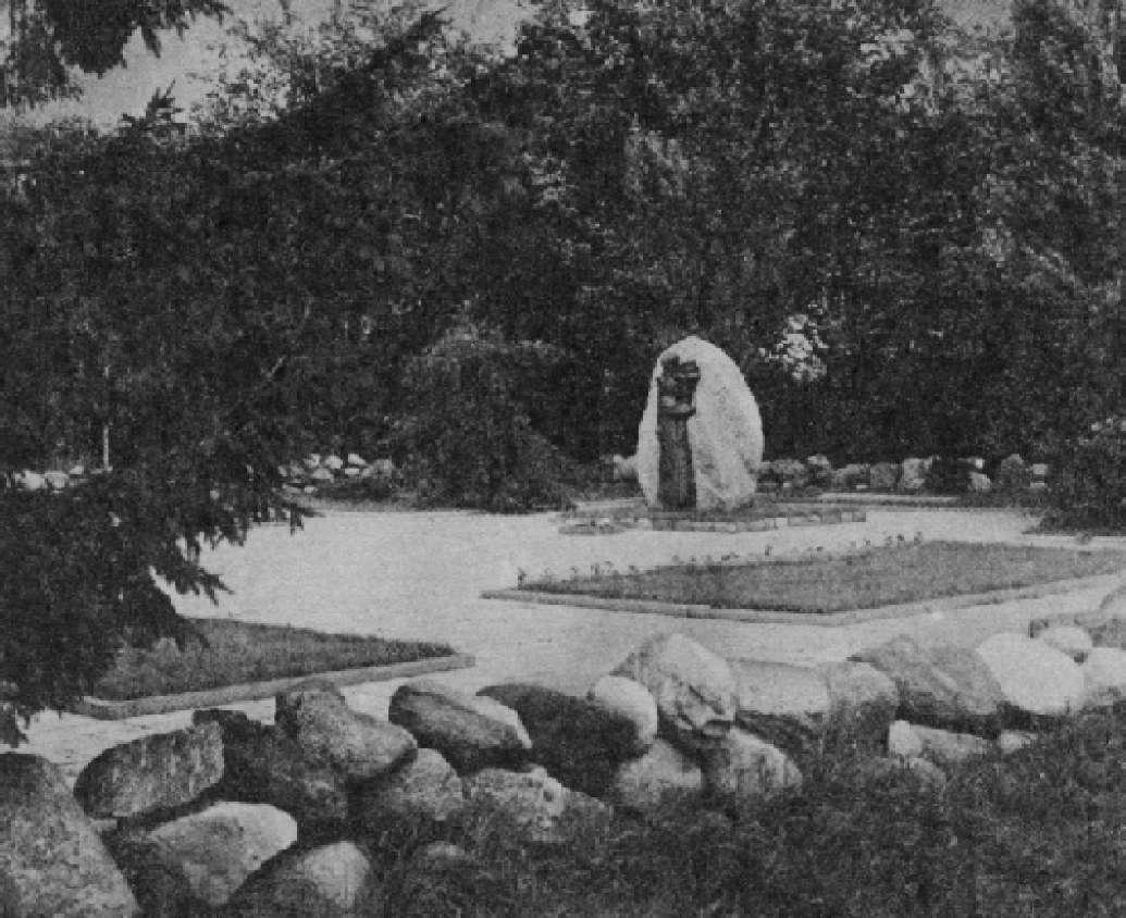 Камень в оформлении мемориального комплекса
